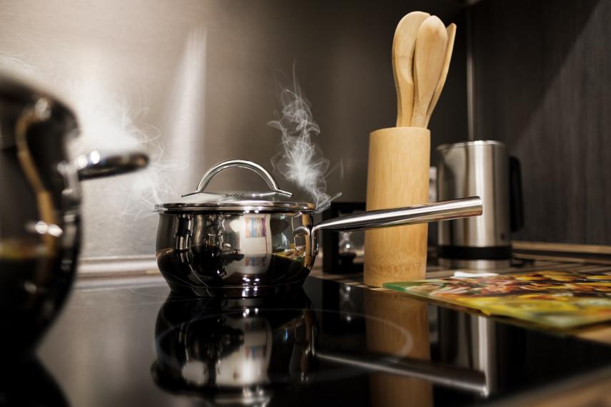 Jaką kuchenkę wybrać – ceramiczną czy indukcyjną?