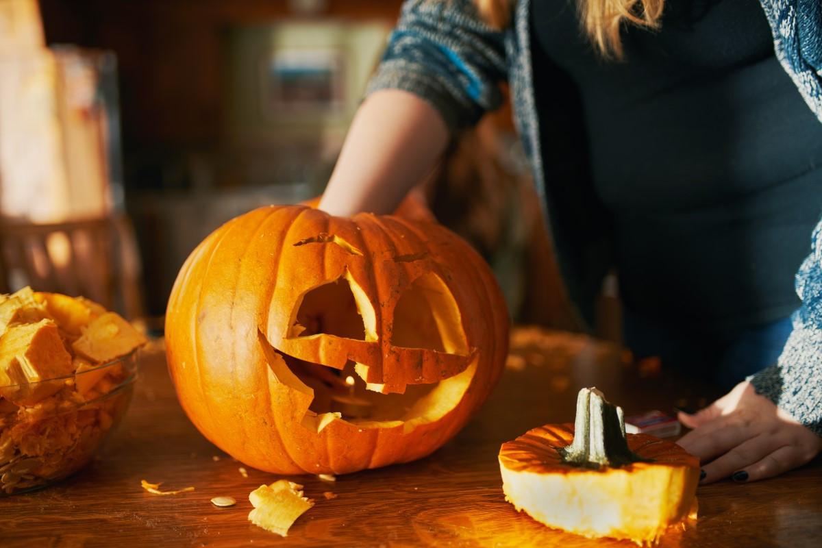Jak wydrążyć dynię na Halloween?