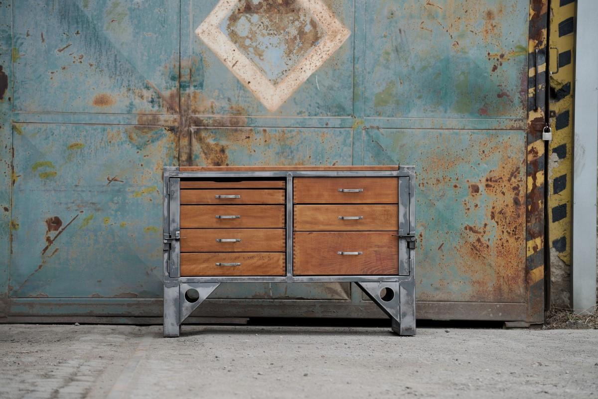 Jak pomalować starą szafę?