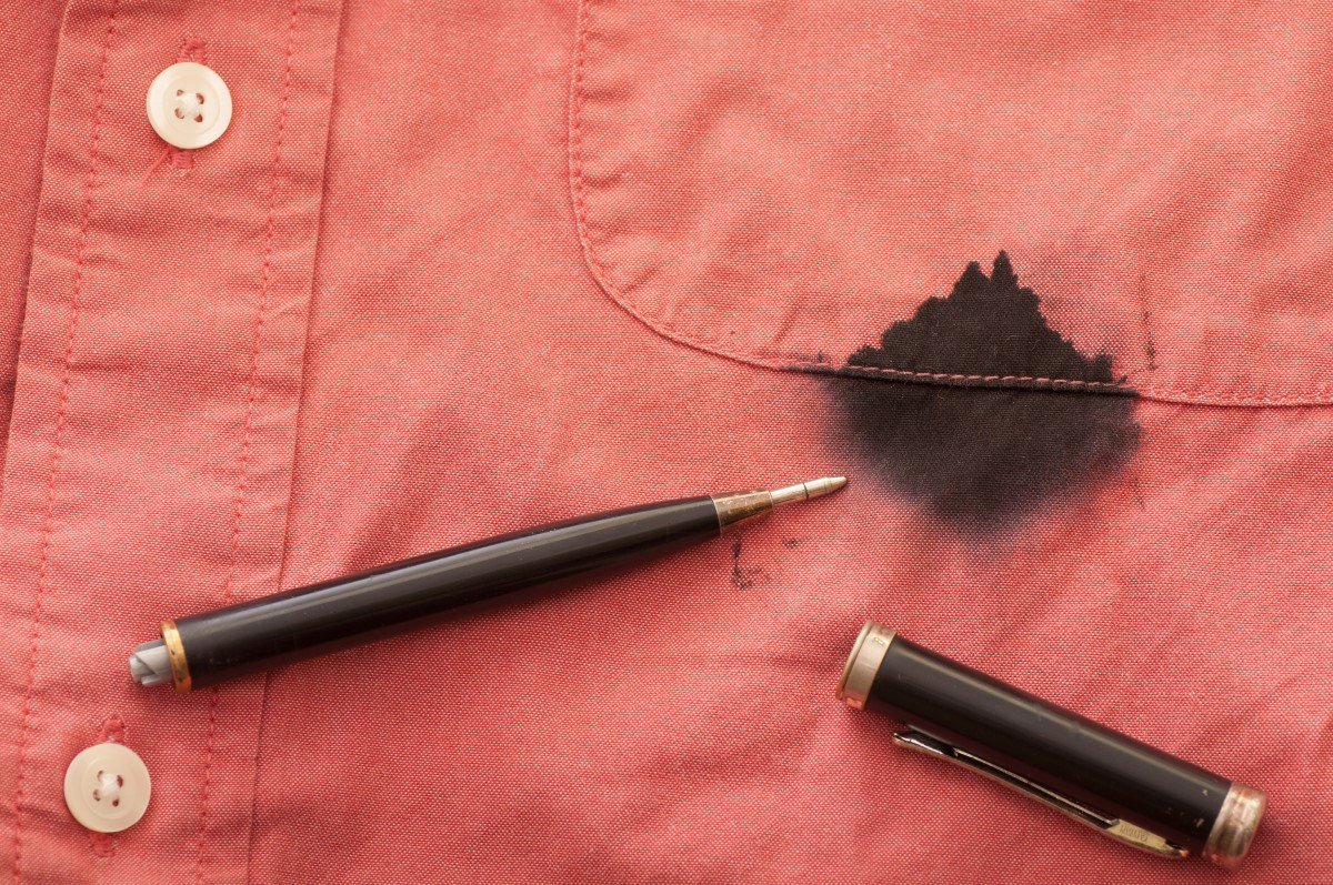 Jak zmyć długopis ze skóry, mebli, ubrania?