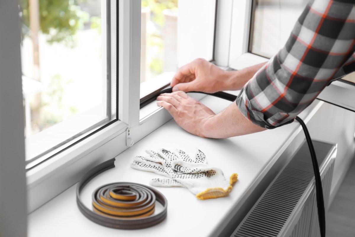 Jak uszczelnić okna plastikowe w domu, mieszkaniu?