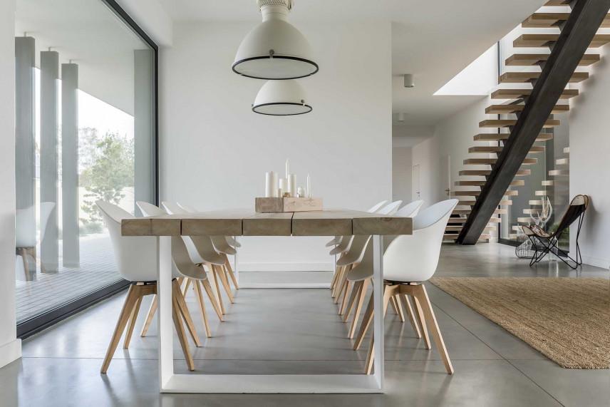 Nowoczesny stół drewniany rozkładany, okrągły, kwadratowy - jaki wybrać dla 12 osób?