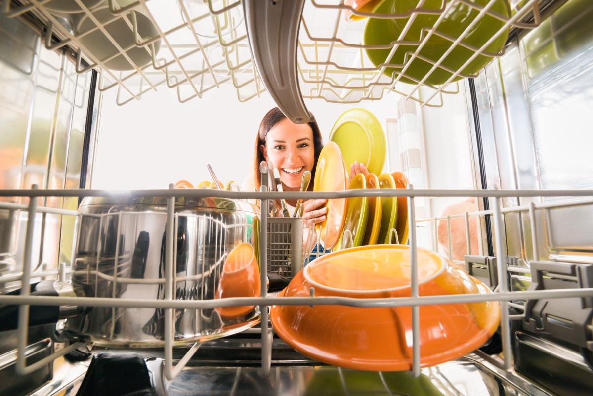 Jak podłączyć zmywarkę w mieszkaniu samemu - gotowe porady