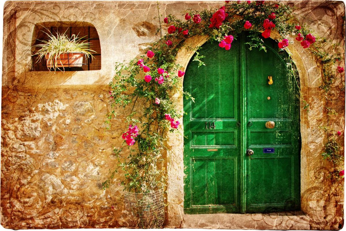 Jak pomalować, odnowić stare drzwi i dać im drugie życie?