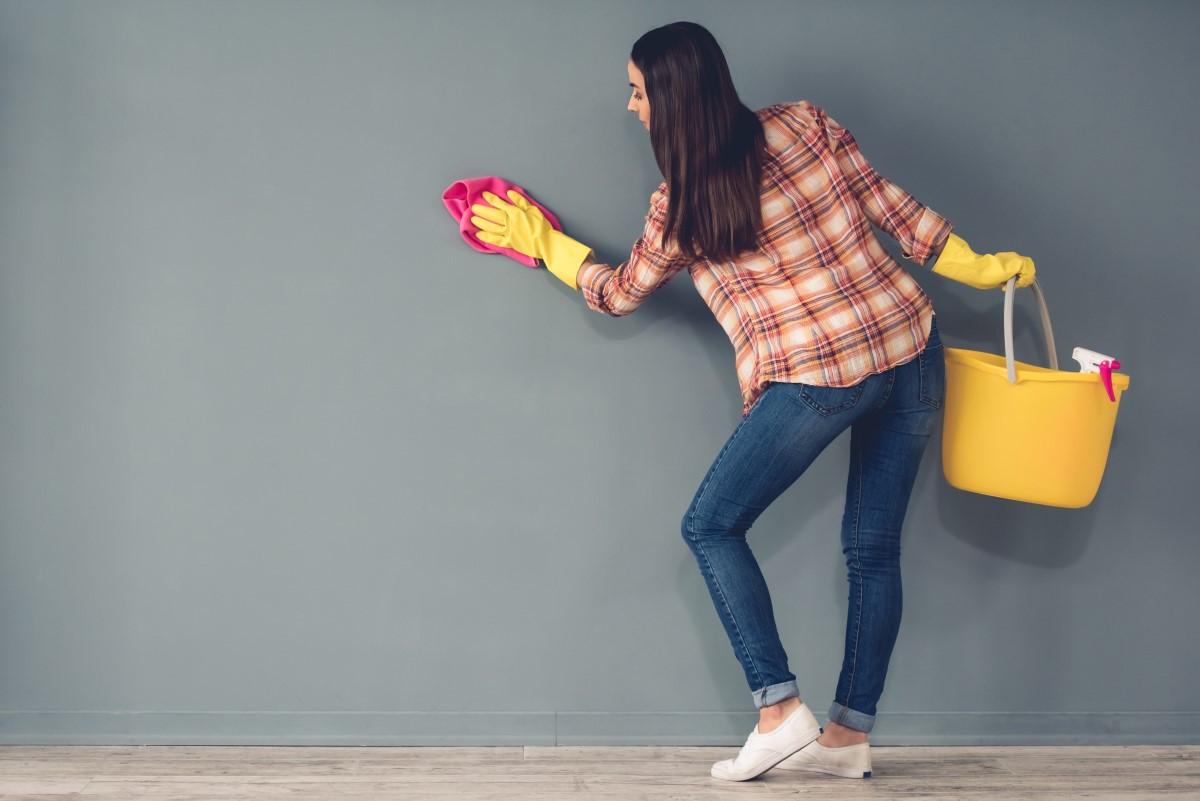 Jak, czym umyć, czyścić ściany przed malowaniem?