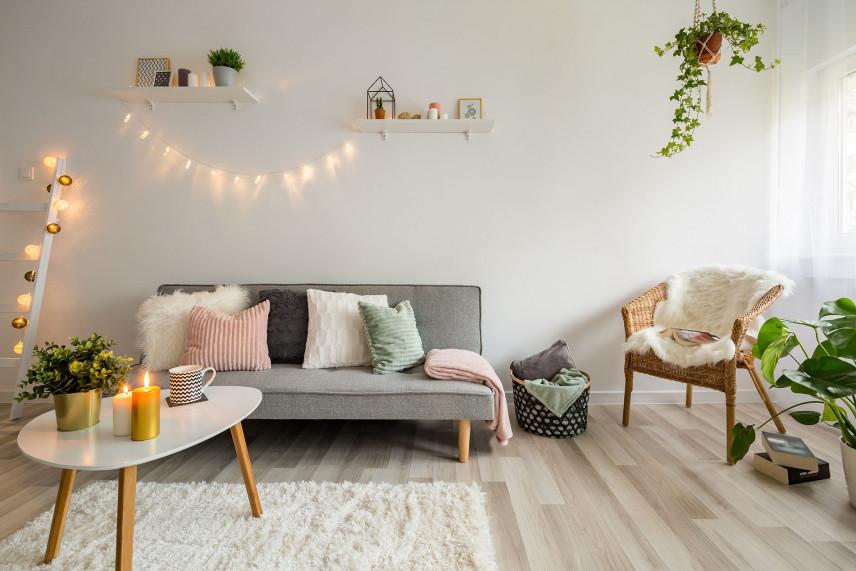 Nowoczesny dywan shaggy - pomysłowy dodatek w aranżacji salonu.
