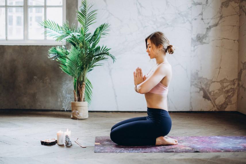 Joga dla początkujących w domu. Jak zaaranżować przestrzeń do praktyki jogi?