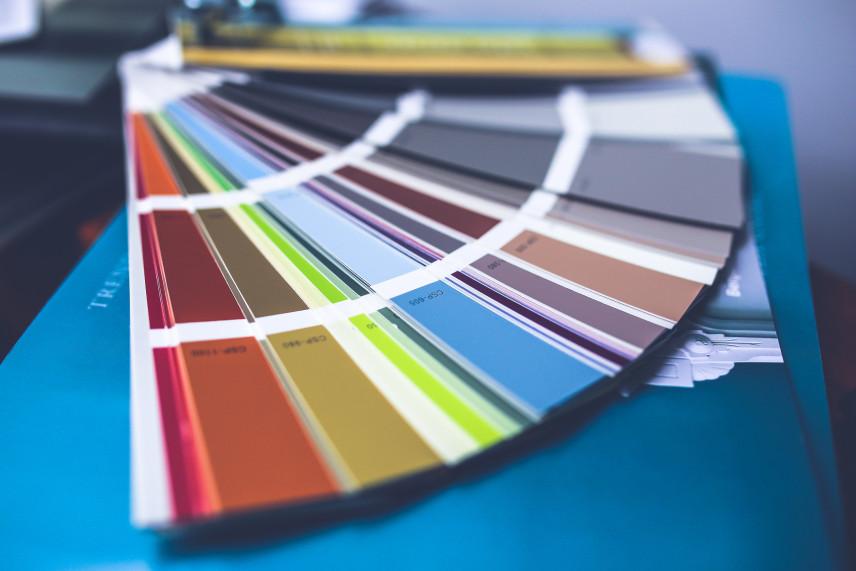 Jaki kolor ścian do salonu – modne kolory w 2022 roku.
