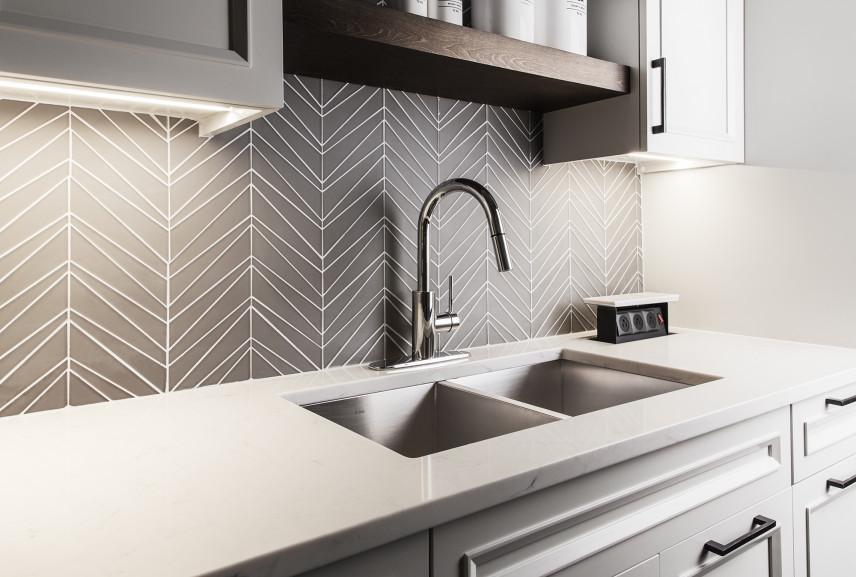 Mozaika i zlew w kuchni