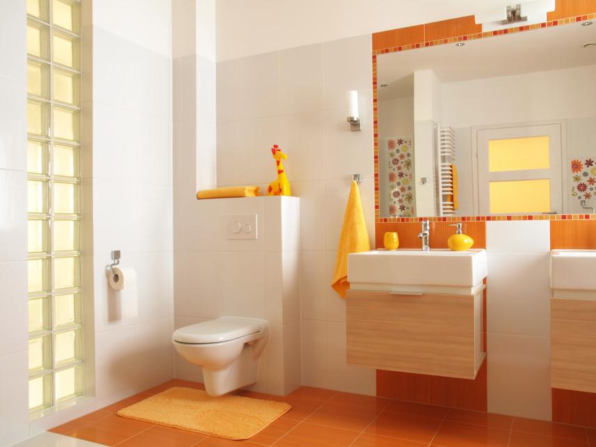 Żółto-pomarańczowa łazienka