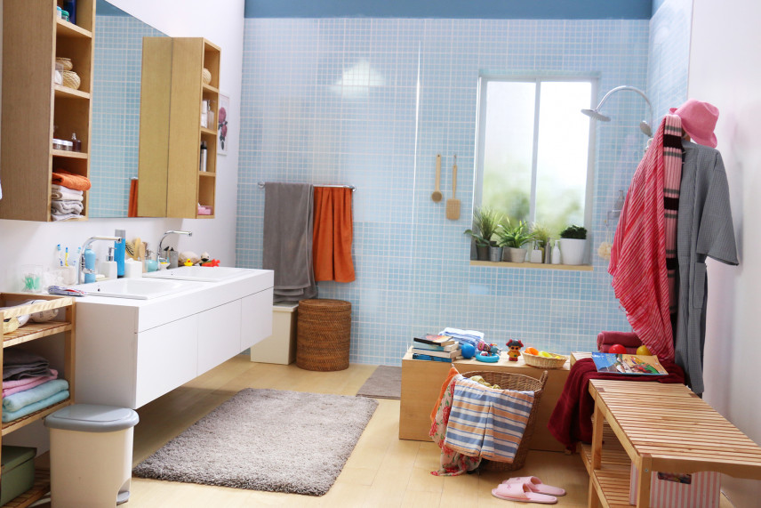 Łazienka  z błękitną scianą