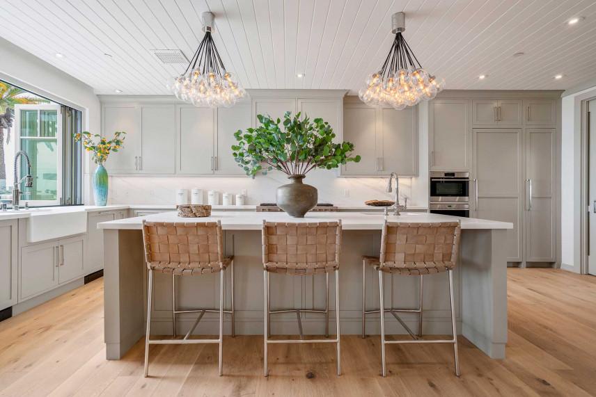 Kuchnia ze stylowymi lampami
