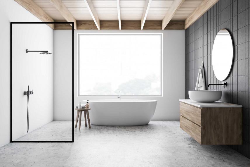 Łazienka z szarą ścianą i dużym oknem