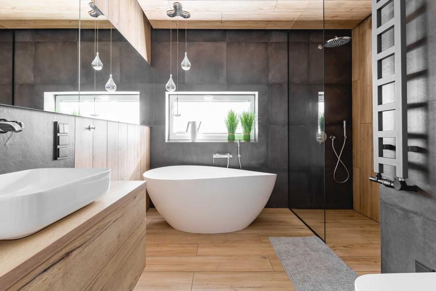 Średnia łazienka z owalną wanną