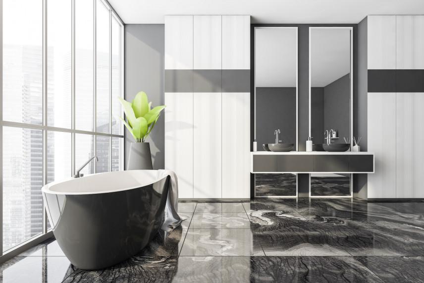 Czarno-biała łazienka z marmurową podłogą