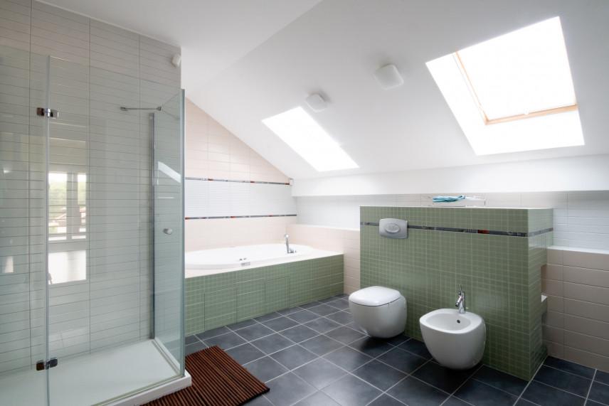 Miętowa łazienka na poddaszu