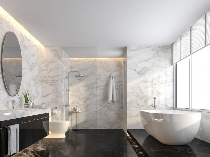 Modna łazienka z marmurowa ścianą