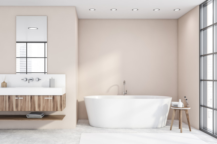 Beżowa łazienka z owalną wanną