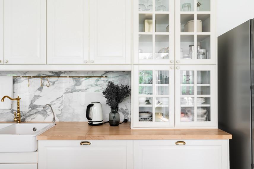 Kuchnia biała ze szklanym frontem