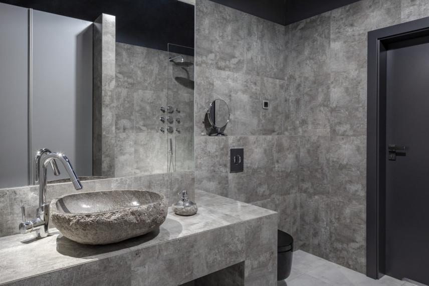 Szara łazienka z designerską umywalką