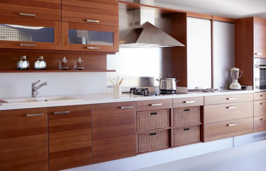 Kuchnia z drewnianymi frontami