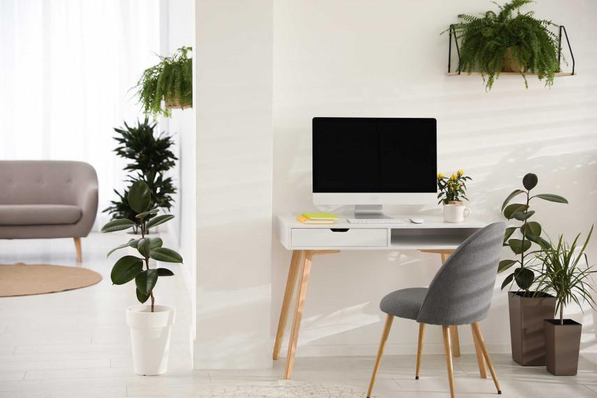 Małe biurko w stylu skandynawskim
