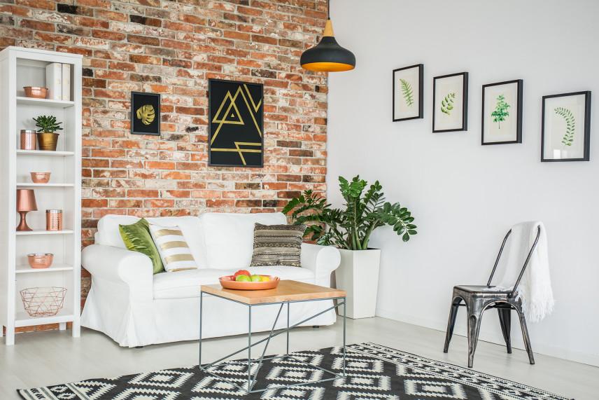 Nowoczesny, biały salon z czarno-białym dywanem