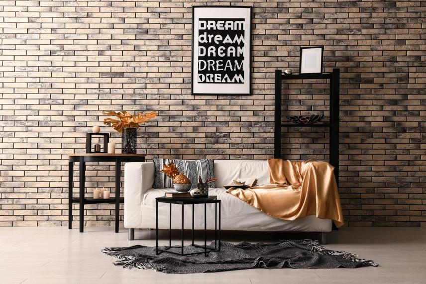 Stylowy salon z cegłą koloru cappuccino