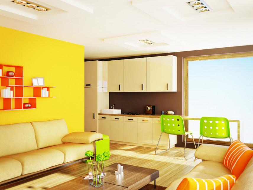 Żółty salon z dodatkami w kolorze zielonym i pomarańczowym