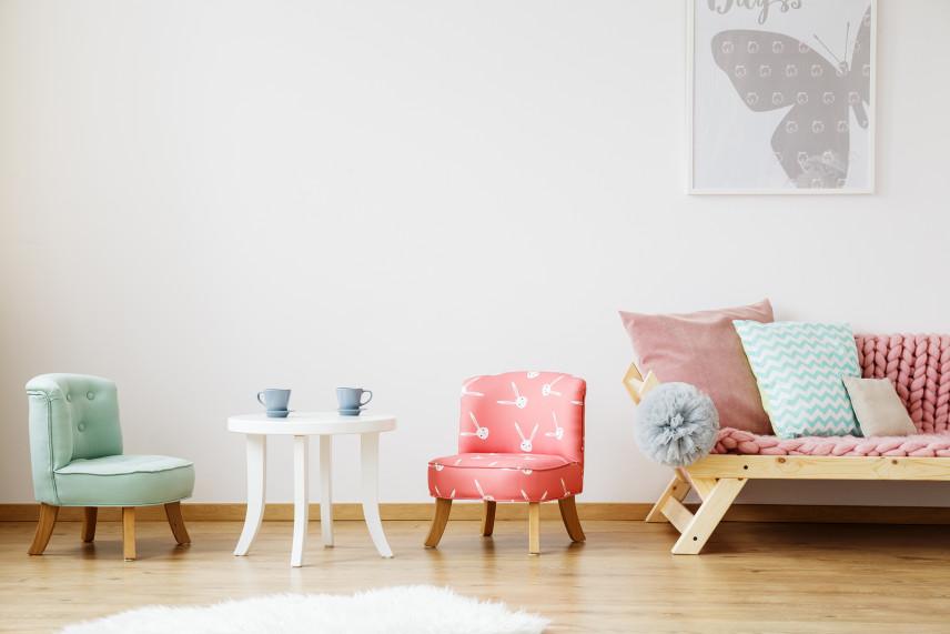 Pokój z pastelowymi meblami