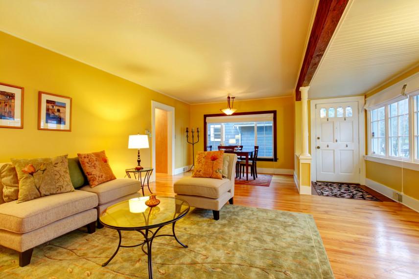 Żółty salon połączony z przedsionkiem