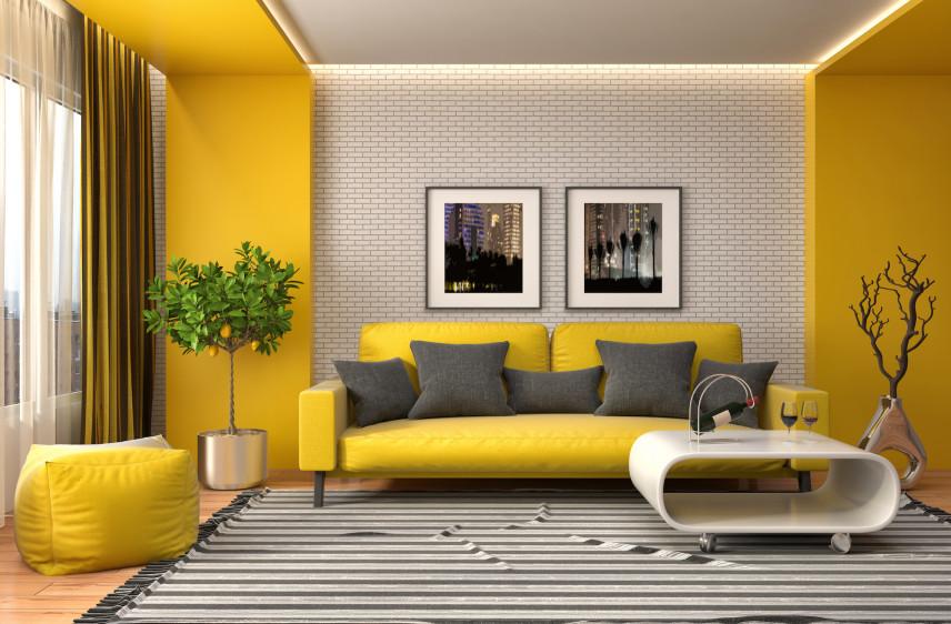 Designerski salon z żółta ścianą