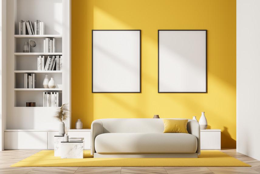 Designerski salon  żółta ścianą
