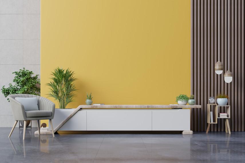 Aranżacja salonu z żółtą ścianą