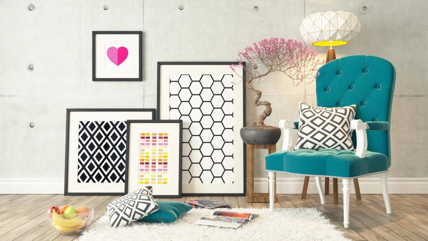 Plakaty geometryczne w pokoju w stylu skandynawskim