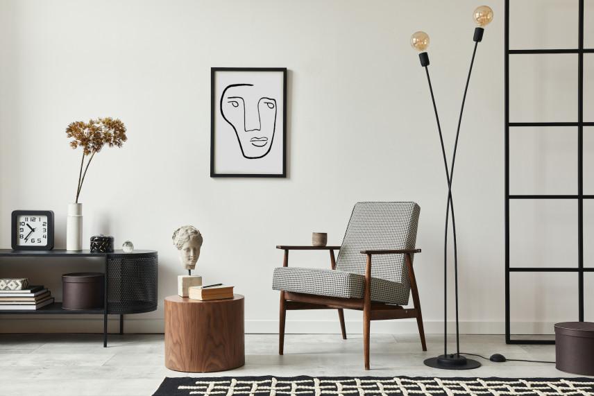 Szary salon z kubistycznym plakatem