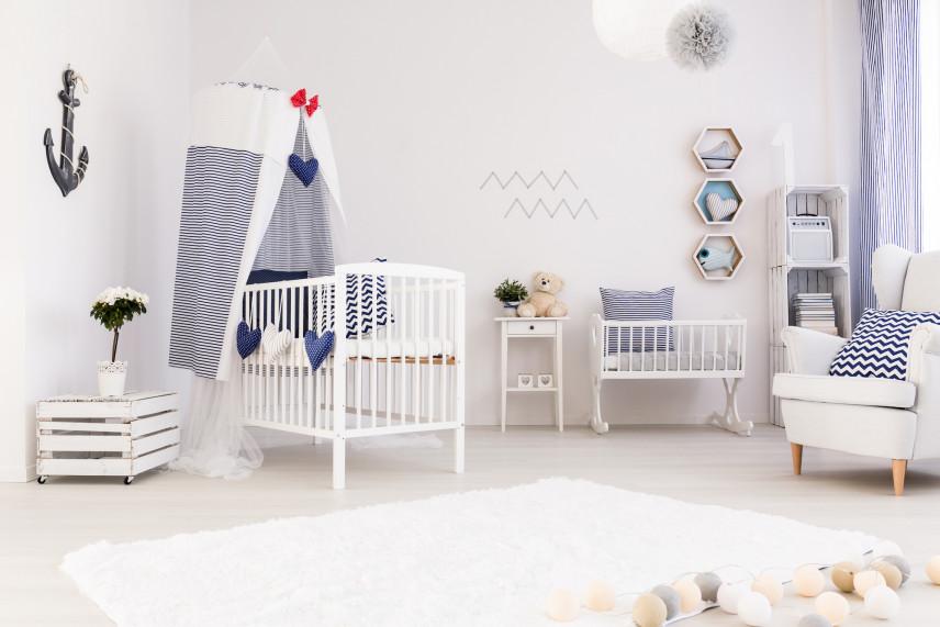 Biały pokój dla noworodka