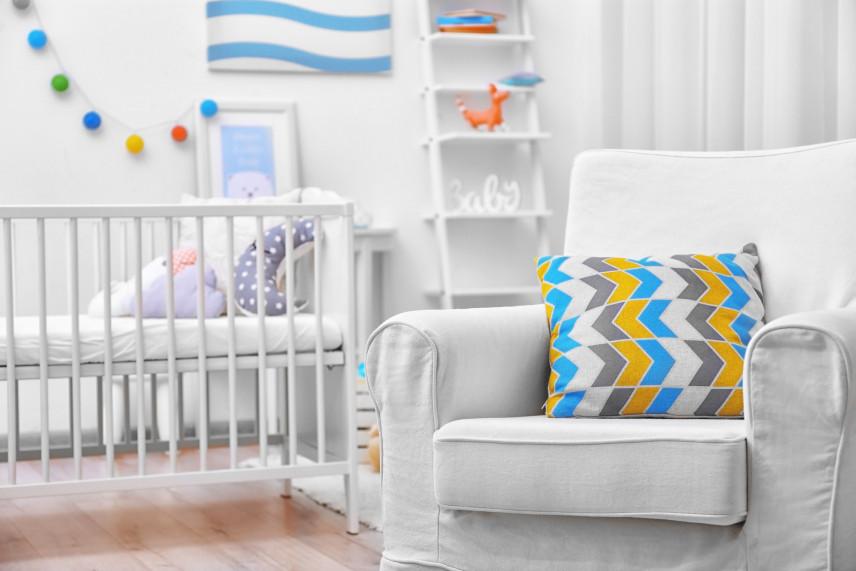 Aranżacja pokoju dla noworodka z łóżkiem