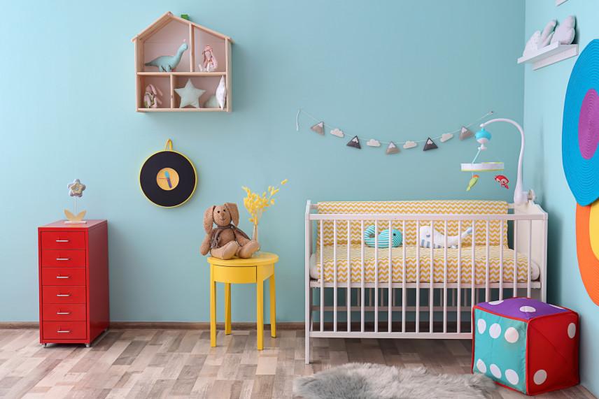 Aranżacja ścian w pokoju dla noworodka