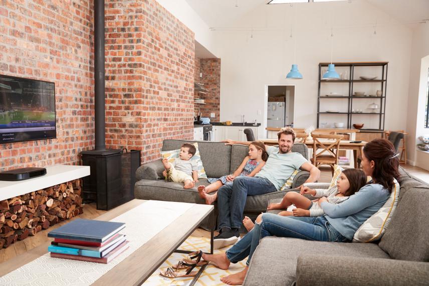 Telewizor na ceglanej ścianie