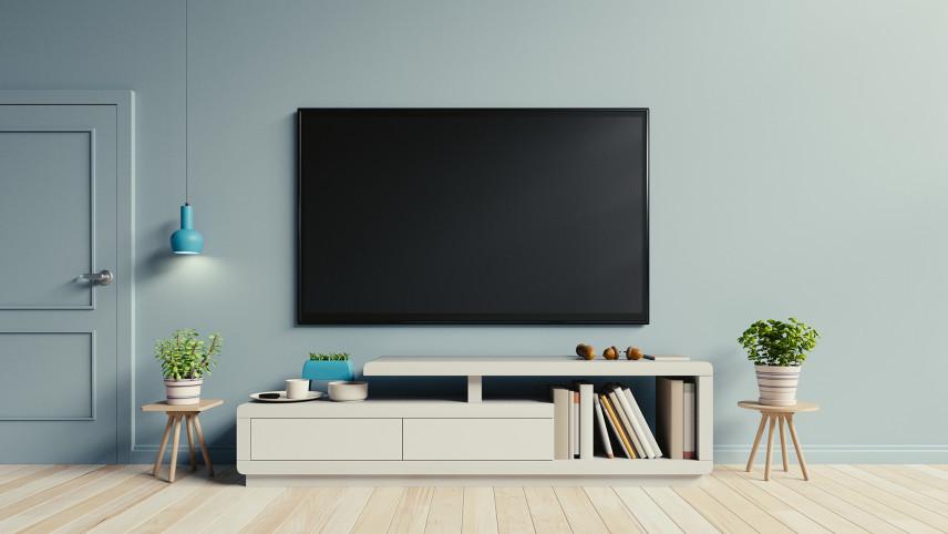 Miętowa ściana z telewizorem