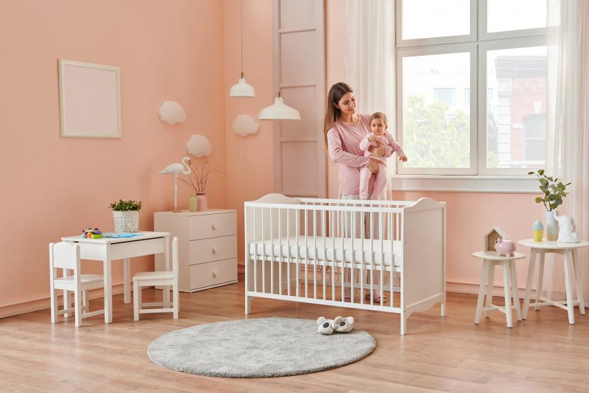 Pokój z okrągłym dywanem