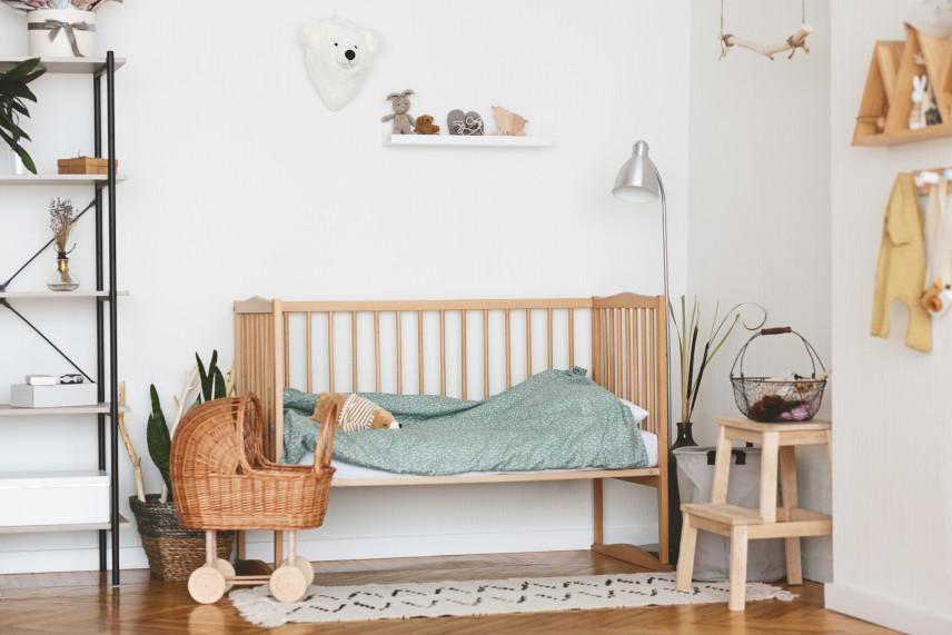 Pokój dla noworodka z szafką