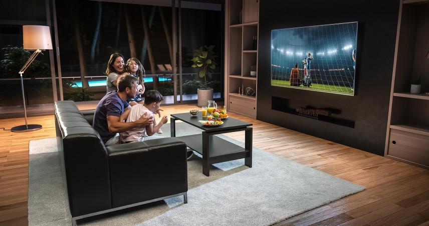 Salon z nowoczesną ścianą na telewizor