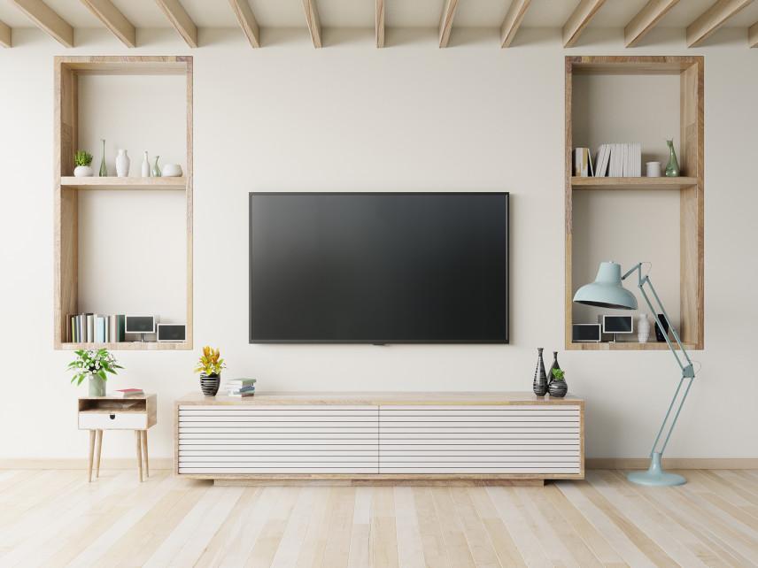 Beżowy salon z telewizorem w stylu skandynawskim