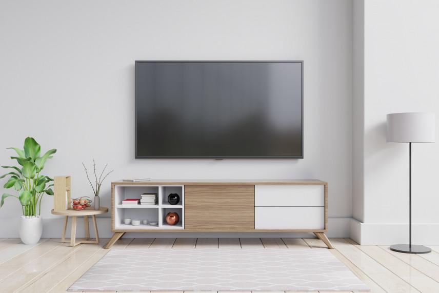 Ściana w pokoju skandynawskim z telewizorem