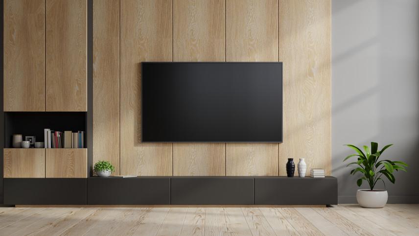Salon z drewnianą ścianą na telewizor