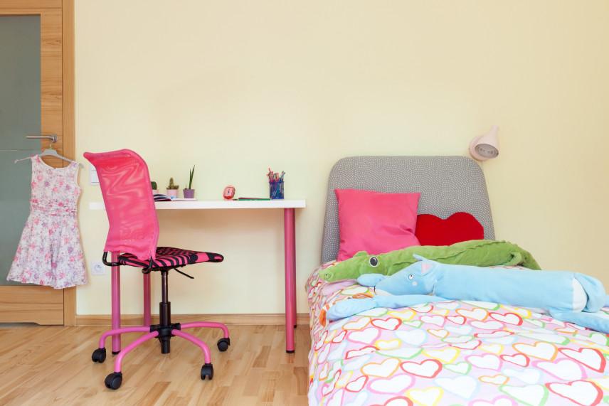 Żółty pokój dla dziewczynki