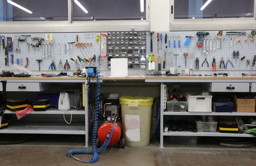 Garaż zaadaptowany na prywatny warsztat