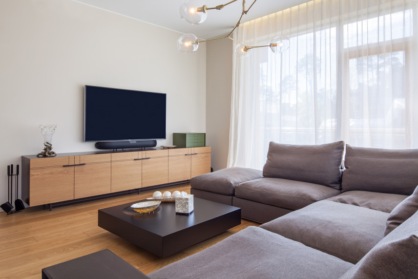 Salon w bloku z telewizorem